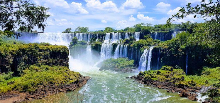 Bei den überwältigenden Iguazú Wasserfällen